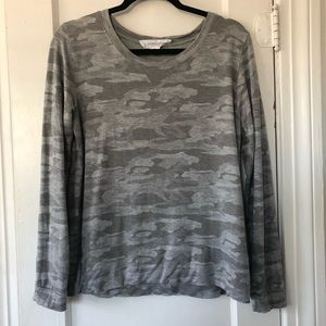 ✨ 5 for $25 ✨ Workshop Camo Pullover Top Size Med